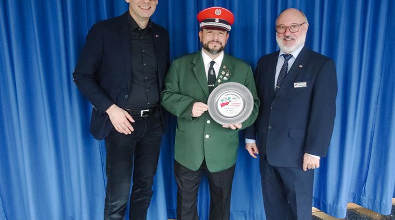 Trommlerkorps GUT KLANG VMB-Landesehrenteller überreicht 100 Jahre Volksmusikerbund NRW